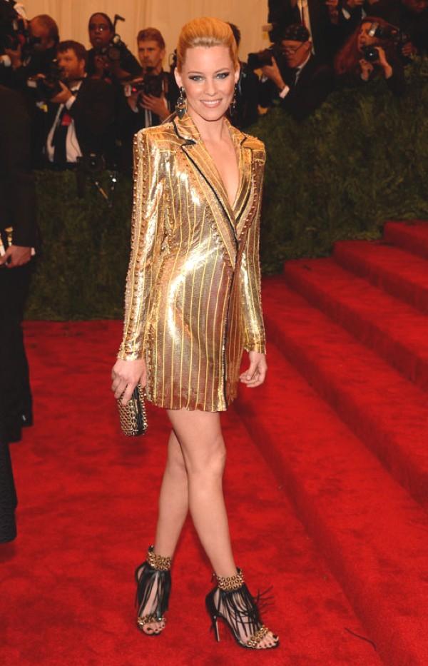 Elizabeth Banks en Atelier Versace- Oh... those shoes!