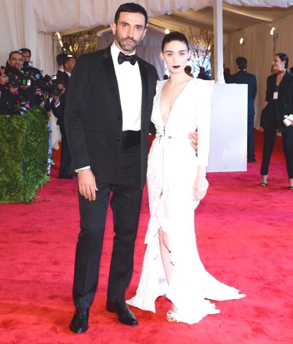 Rooney Mara en Givenchy haute couture par Riccardo Tisci et Riccardo Tisci et bijoux Fred Leighton et Jennifer Meyer.