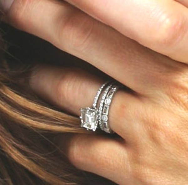 Kate Beckinsale wearing her wedding ring with an eternity band and engagement  ring