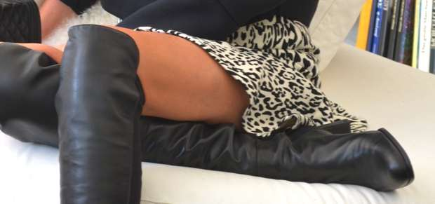 TrendSurvivor- Raffle mini skirt and over the knee boots00