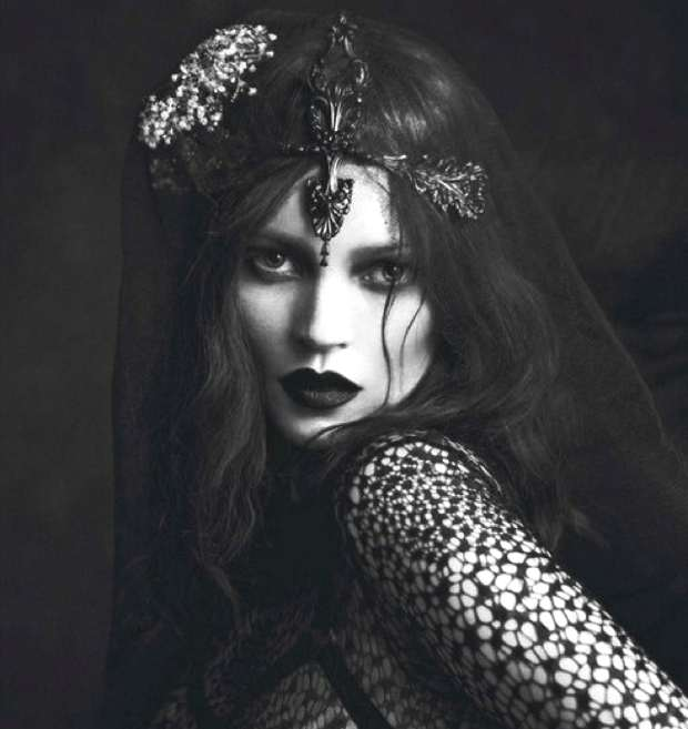 Black-bold-lace-Kate-Moss-Le-Noir-shot-by-Mert-and-Marcus-for-Vogue-Paris-September-2012-saved-by-Chic-n-Cheap-Living-1