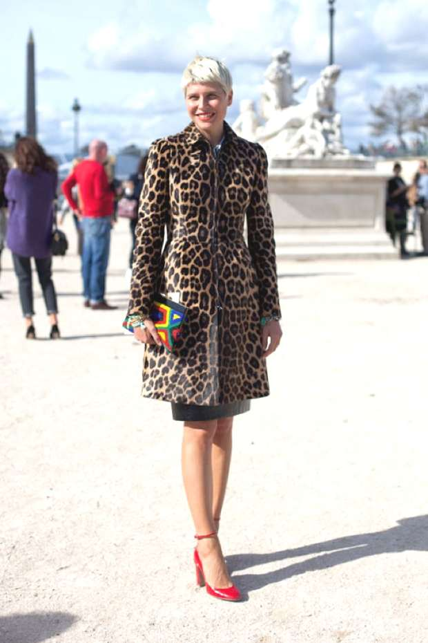 The leopard coat red shoes