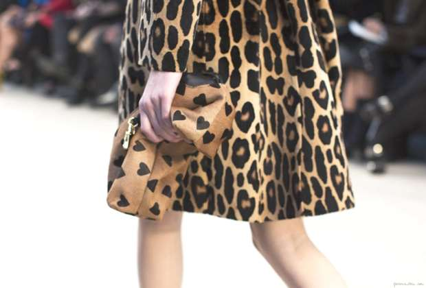burberry-burberry-hearts-heart-clutch-leopard-coat-fashion-week