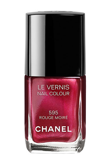 hbz-fall-2013-nails-chanel-rouge-moire-lgn