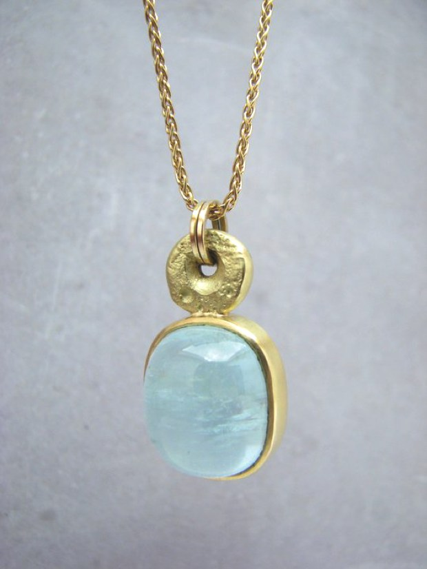 18ct Pendant with Aquamarine Sallyanne Lowe