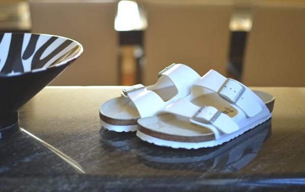 Trendsurvivor- white birkenstock arizona ugly shoes01