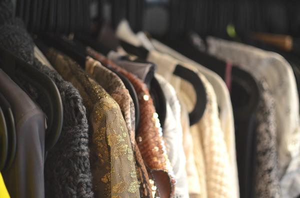 rendsurvivor closet black hangers