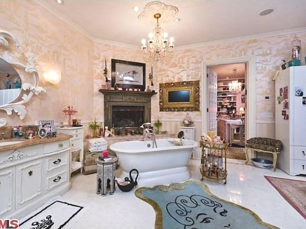 Christina Aguilera's bathroom