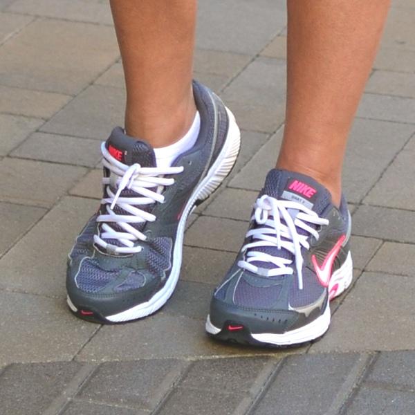 Nike sneakers grey pink