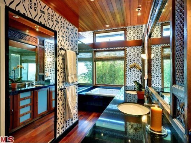 Ryan Philippe's oriental bathroom in Los Angeles