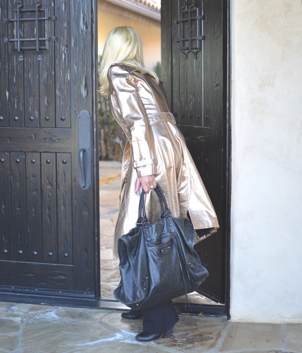leather gold Burberry trench street style03
