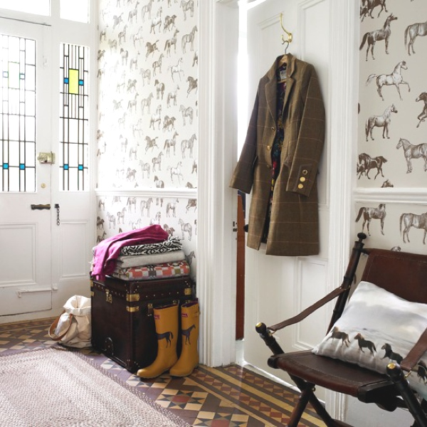 wallpaper-Equestrian-Themed-Hallway-Country-Homes-and-Interiors-Housetohome