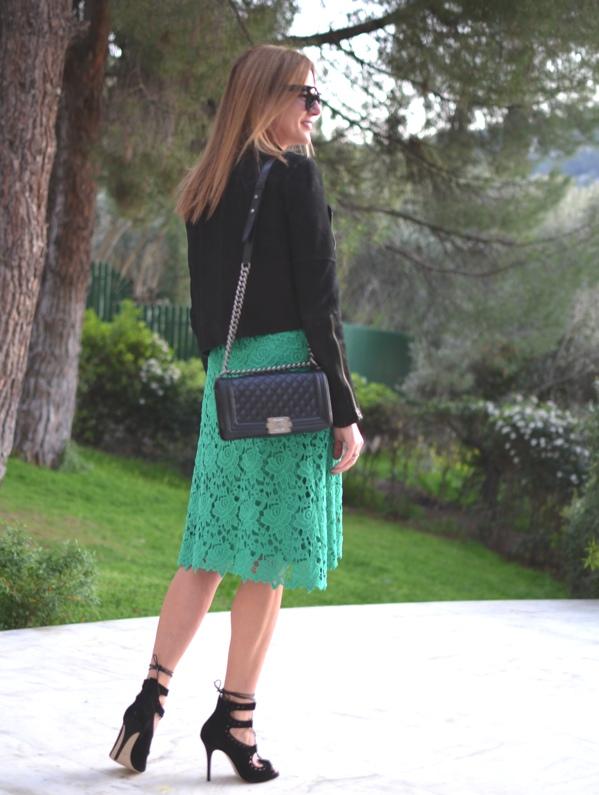 lace midi skirt street style