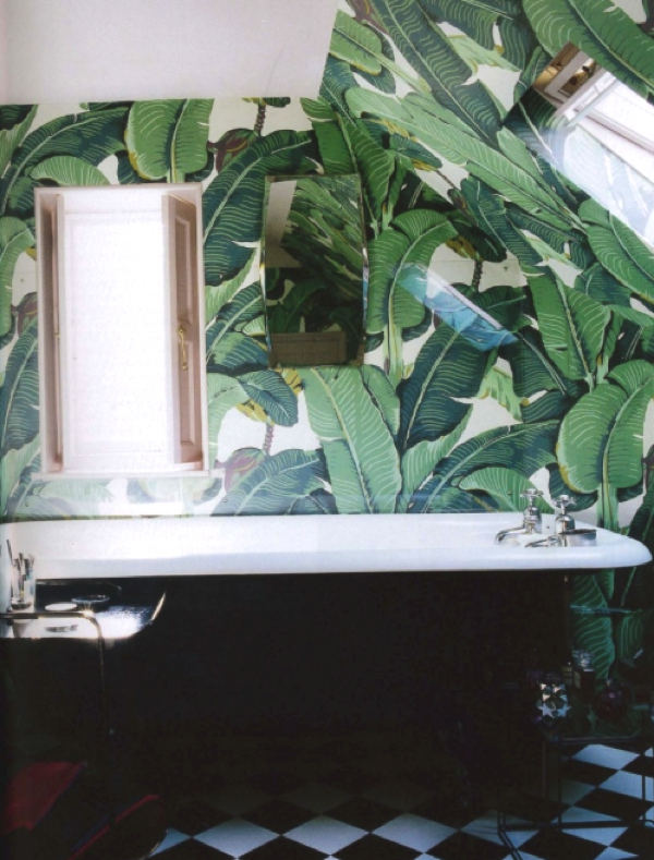 Banana leafs in bathroom