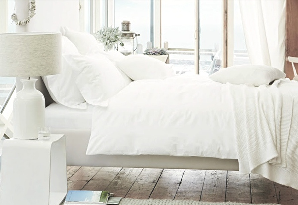 white bed linen total white interior