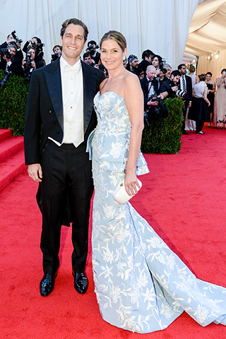 Eric Zinterhofer and Aerin Lauder, in Oscar de la Renta, with Verdura jewels.