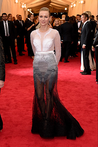 Naomi Watts, in Givenchy Haute Couture