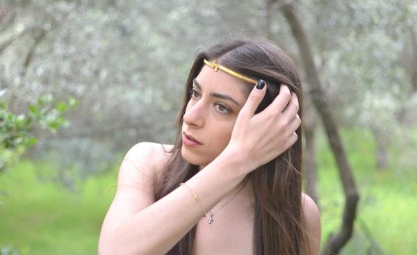 Niki-Polina-Sapouna-Ellis headpiece