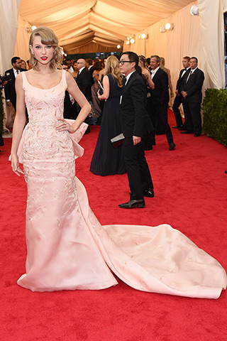 Taylor Swift, in Oscar de la Renta, with Lorraine Schwartz jewels.