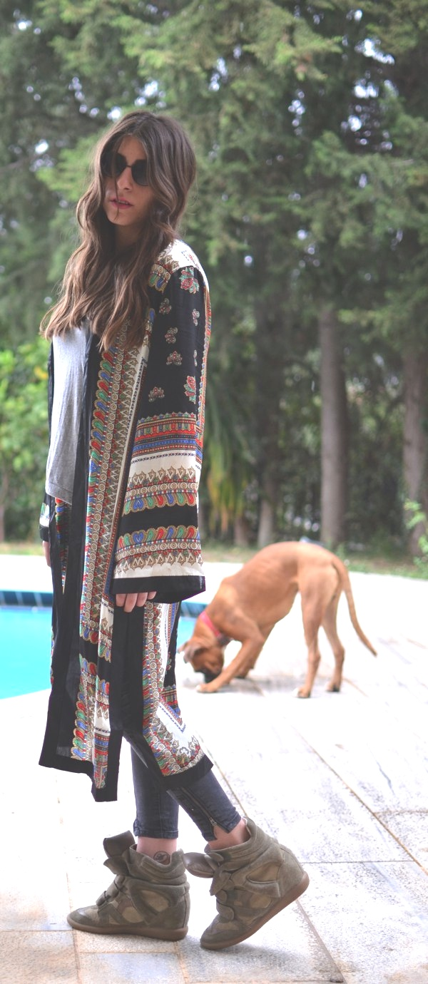 kimono Missguided and boxer dog