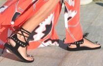 Shoe Trends- The 24 Best Black Flat Sandals
