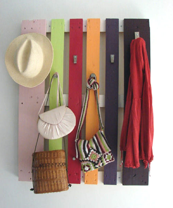 diy-coat-rack-recycling-wood-pallet-1