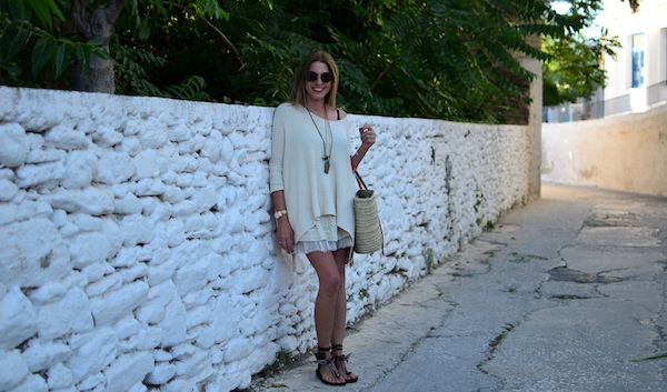 neutral colored summer outfit old house Paros