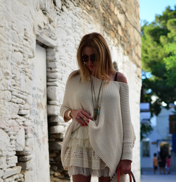 neutral colored summer outfit. lace skirt