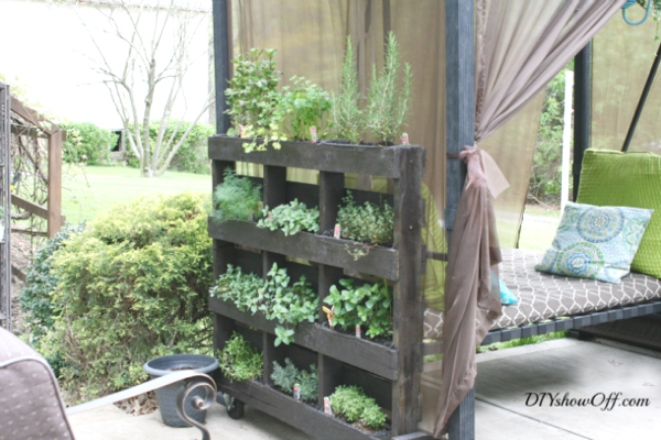 vertical herb garden palletes
