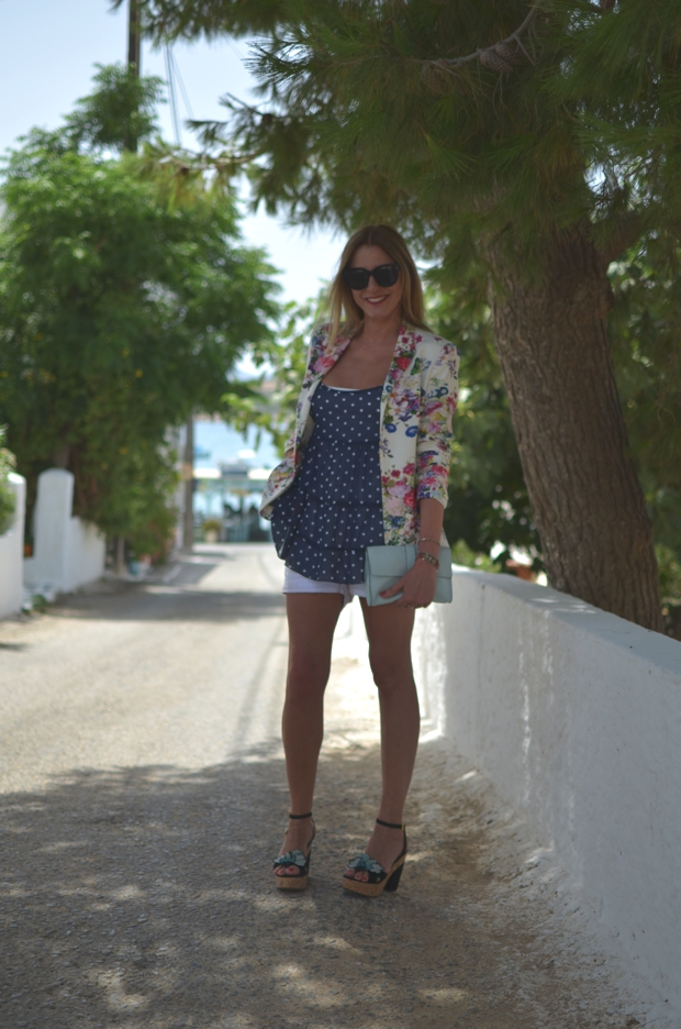 Greek Island Street style Summer Outfit15