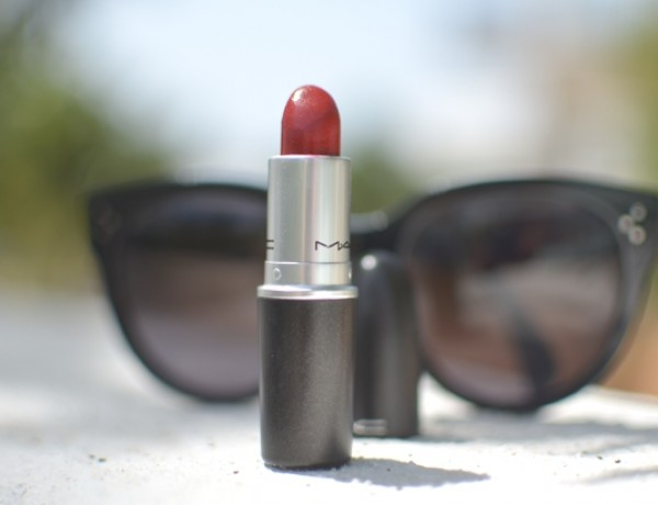 The Right Shade of Red Lipstick00
