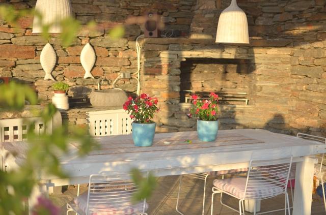 Lara's veranda Tzia