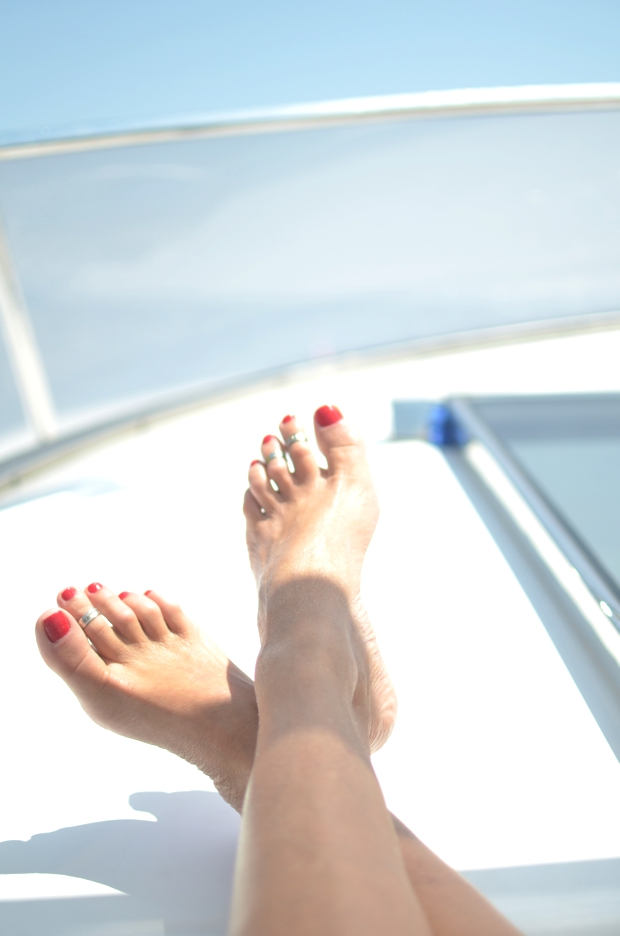 toe ring yacht red nails