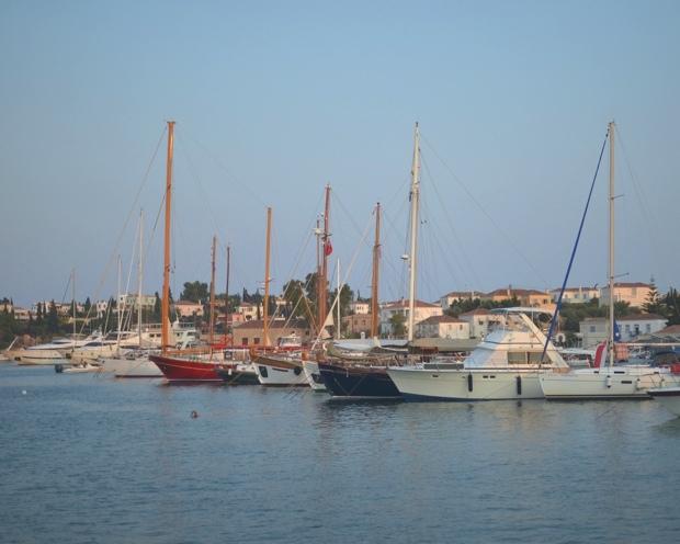 Spetses-Island-Street-style-09