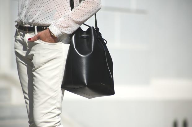 Street Style | Nina Papaioannou Mansur Gavriel bucket bag