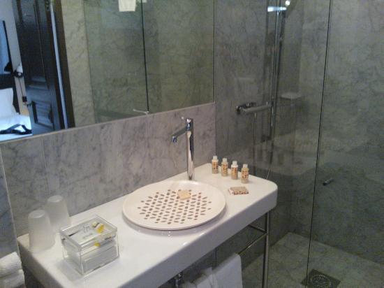 marble bathroom nobis hotel