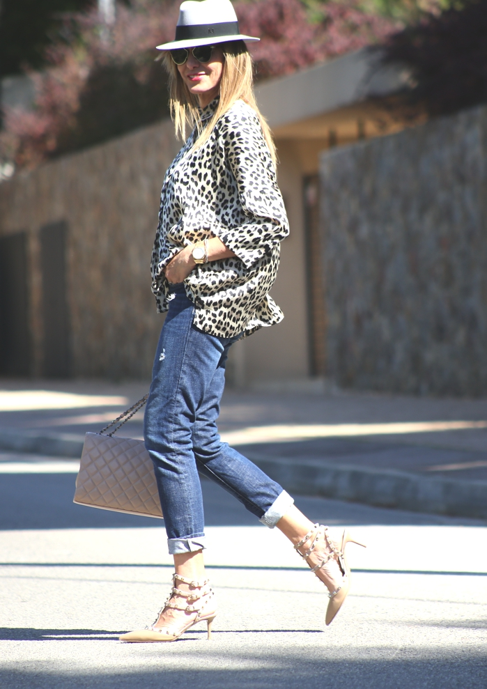 How to wear leopard print shirt, jeans Valentino rockstuds