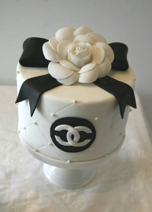 30 Best Designer Fashion Birthday Cakes - TrendSurvivor