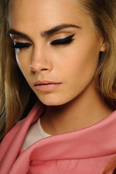 Cara Delevingne Eyeliner