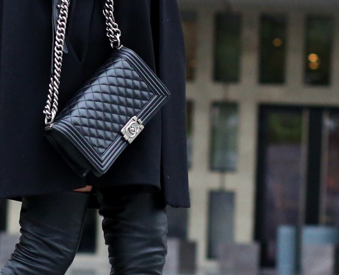 Street Style Chanel boy black bag