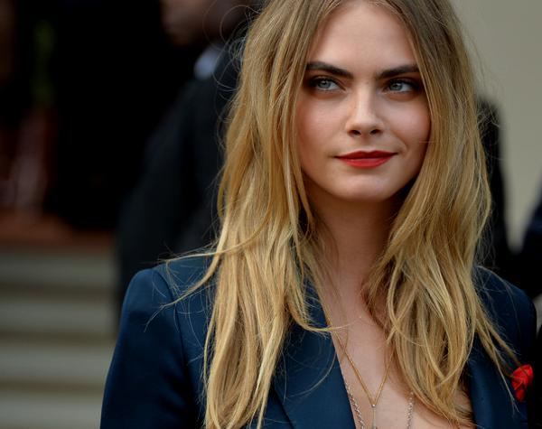 Cara Delevingne highlights SS2015 hair