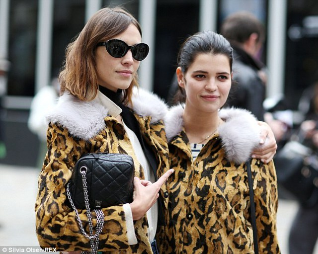LFW Street Style| The Leopard Fur Coat Faux or Not ?