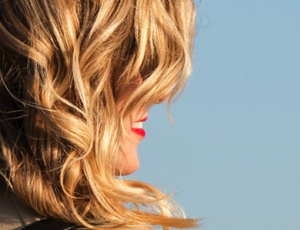 Blonde winter bech waves red lips