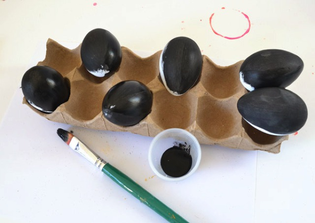 painting eggs black