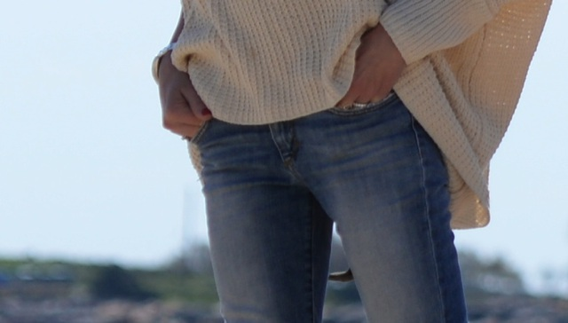 Spring Vacation Outfit TrendSurvivor Traveling in Oversized Sweater and Skinny Jeans03