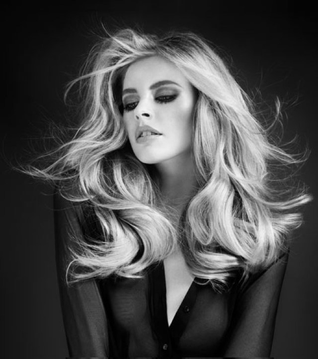 Hairstyle-blow-dry black and white