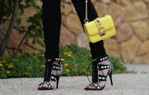 Friday Shoes Day | Black and White Sandals Trend