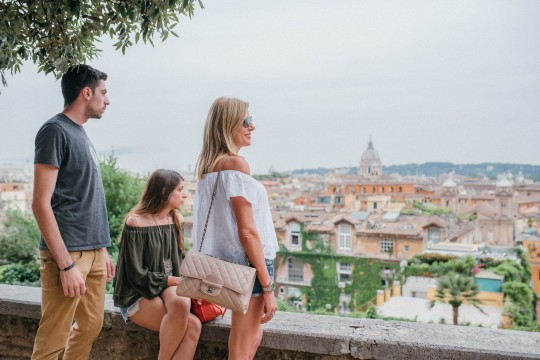 high-res Flytographer photo service X Trendsurvivor Family trip Rome