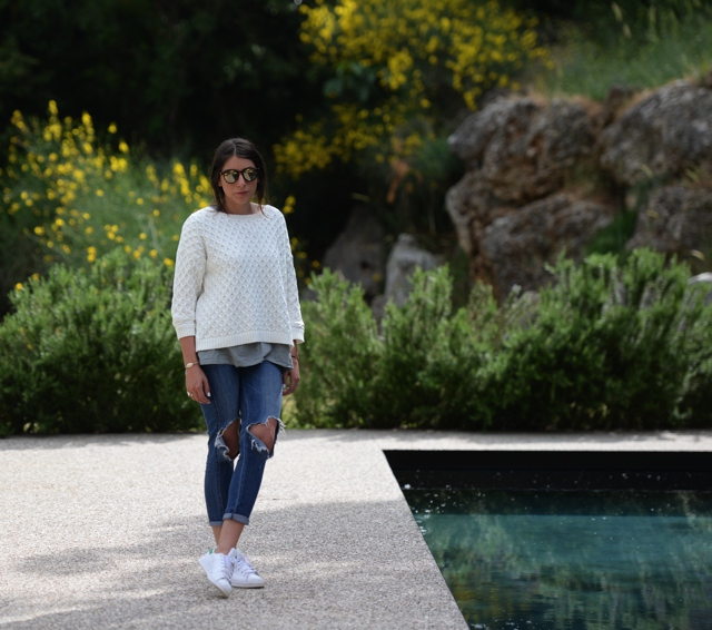 Niki layering white sweater jeans