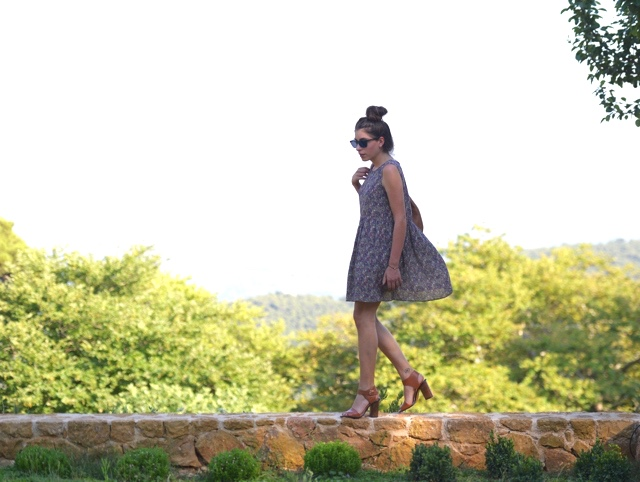 Floral dress, block heel sandals blogger summer style Niki Svolou
